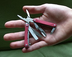 leather man squirt The best multitool is the one with you and the Leatherman Squirt PS4 and ES4  offer exceptional functionality with 9 tools in a convenient keychain size.