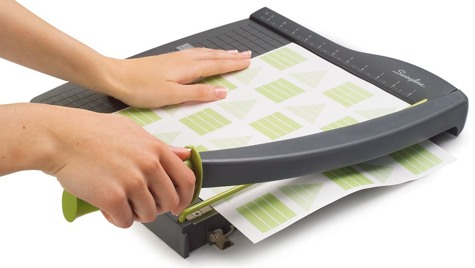 Cutter Trims Up To 5 Sheets Of Card Stock With Ease